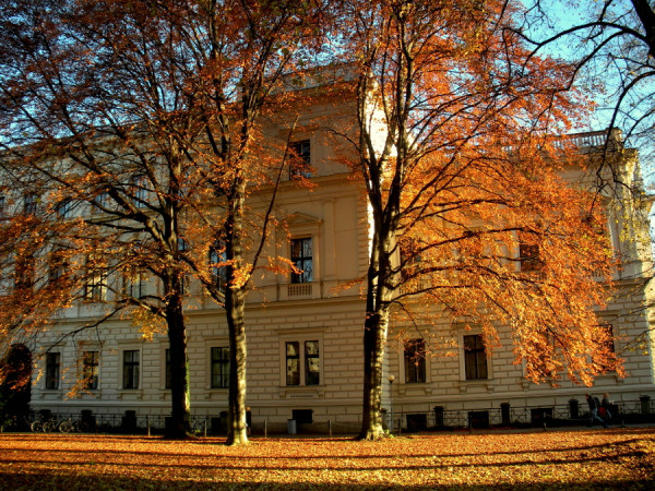 Uni Graz im Herbst, cc by-nc-sa 2.0, rosenholz219